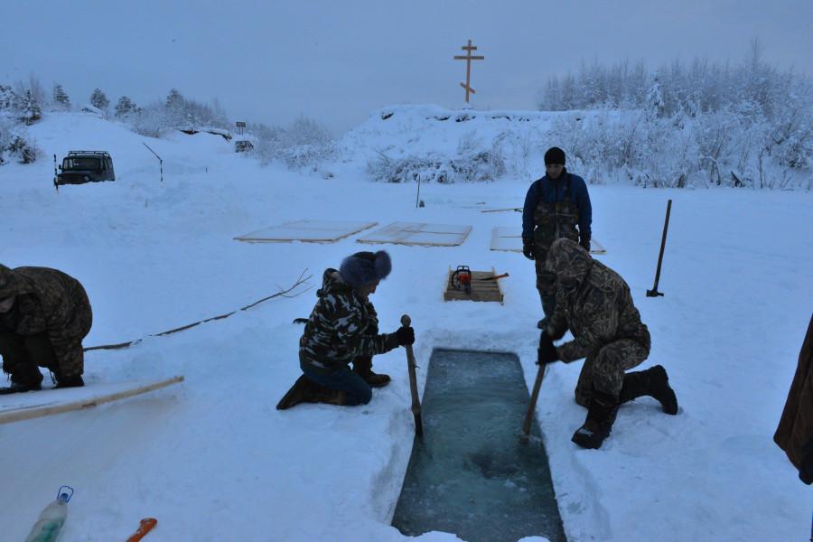 Фото Маркосян Усик, Крещенской Купель, у Креста, на реке Щекурья, Саранпауль 6.