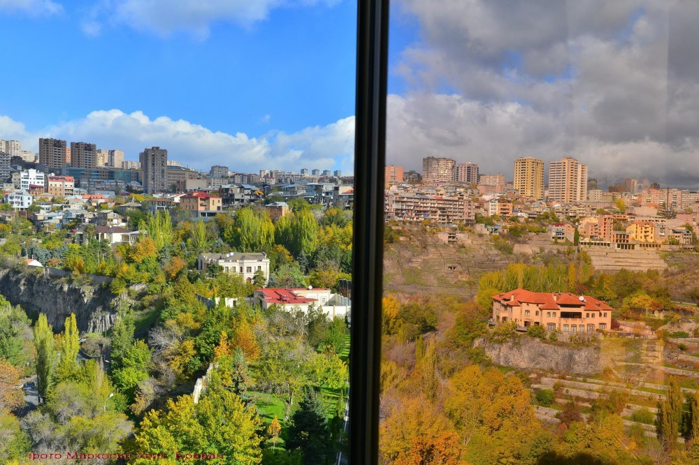 Фото Маркосян Усик, Ереван гостиница Раздан