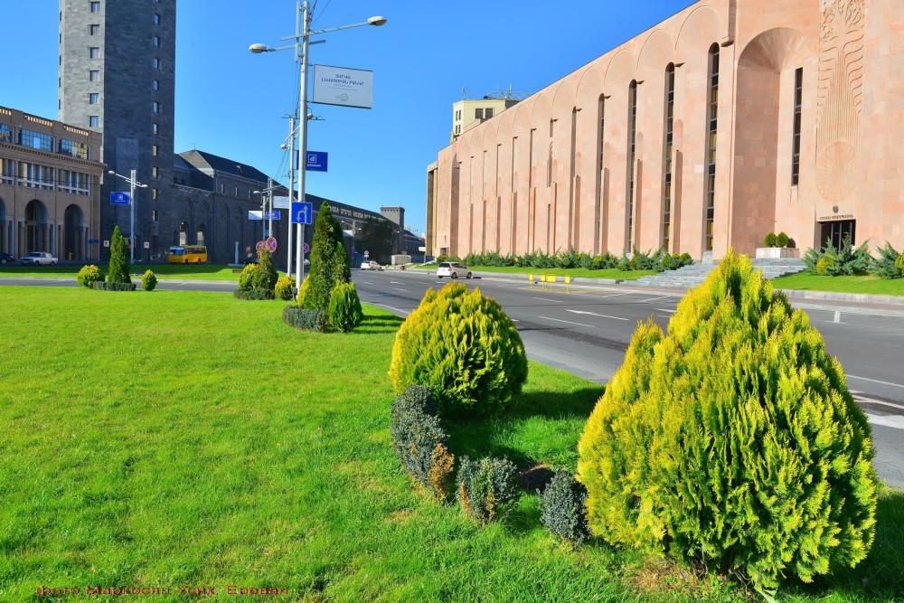 Фото Маркосян Усик, Ереван, зелень в городе