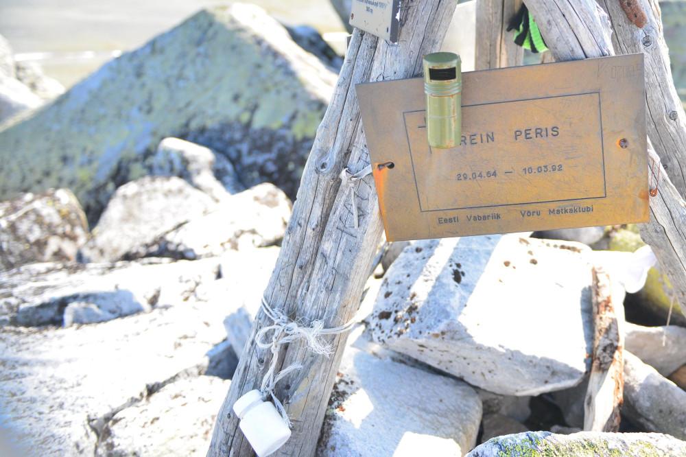 Памятные таблички на горе Народная, фото Маркосян Усик ..