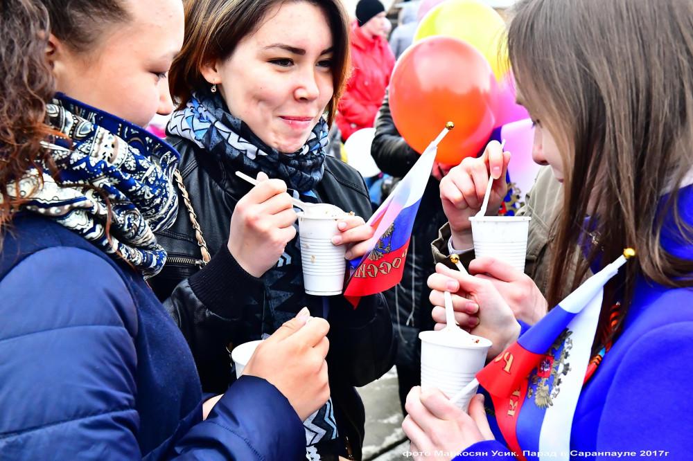 фото Маркосян Усик. Деревенский парад в Саранпауле 2017г==