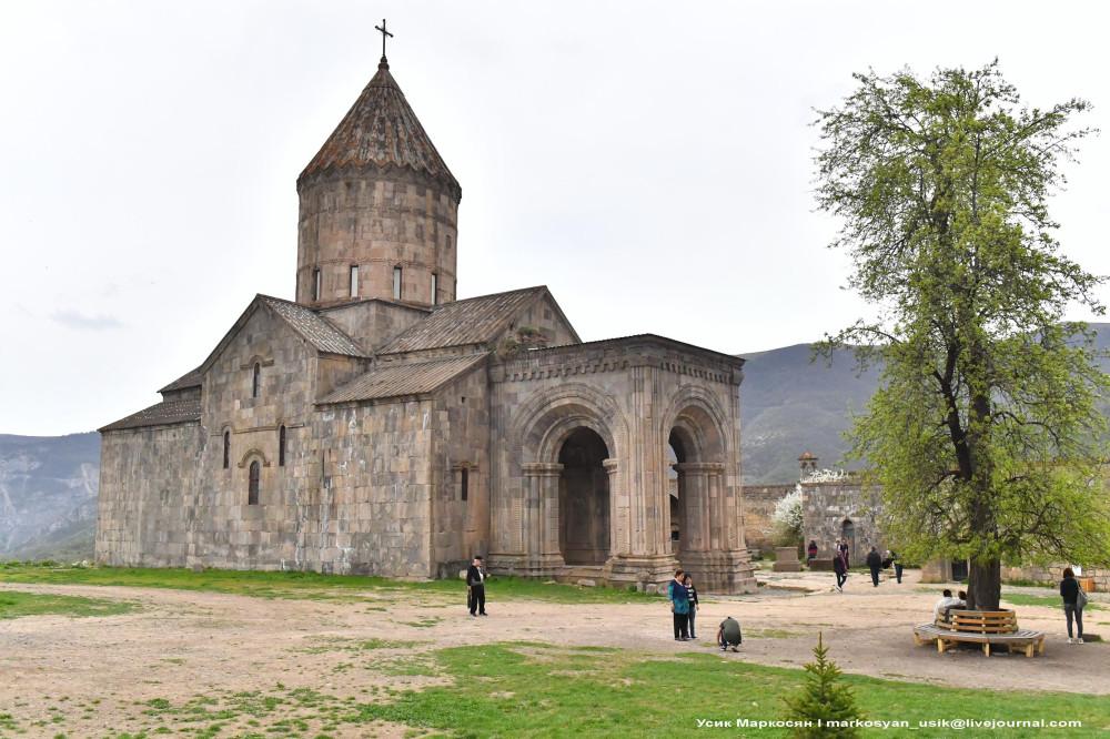 Весенняя Армения, Усик Маркосян, Հուսիկ Մարկօսյան, 1 (2)