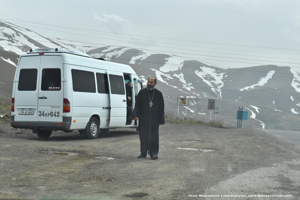 Весенняя Армения,  Усик Маркосян, Հուսիկ Մարկօսյան, 1.