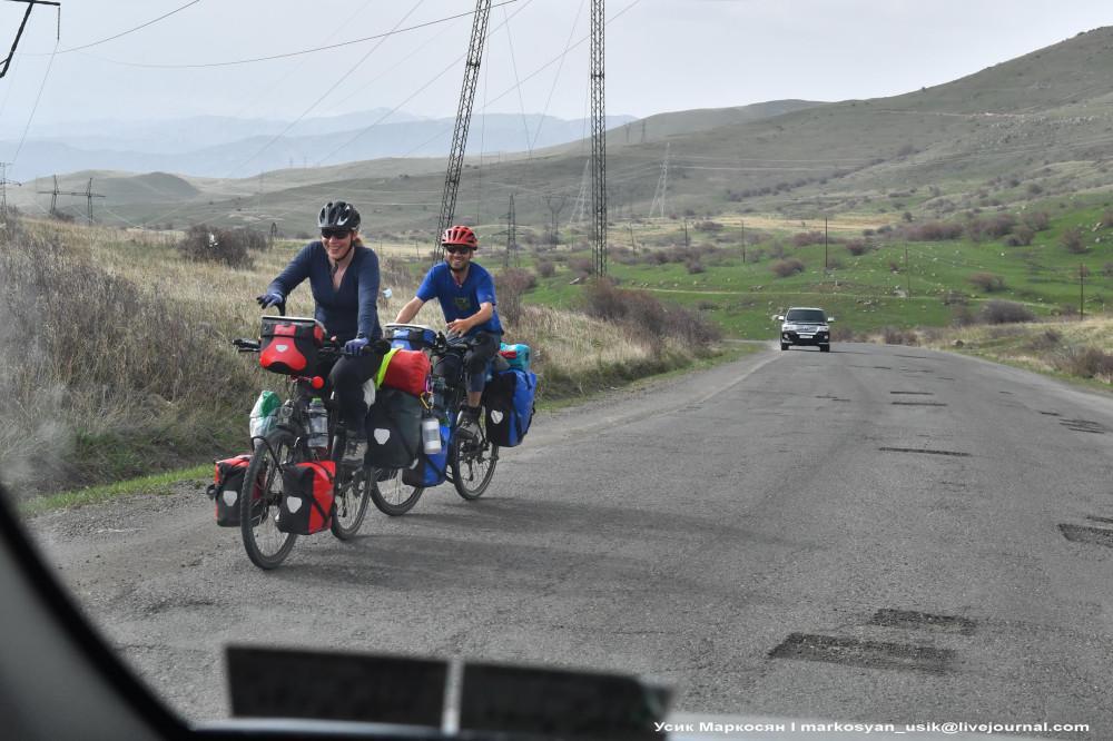 Весенняя Армения,  Усик Маркосян, Հուսիկ Մարկօսյան, 1
