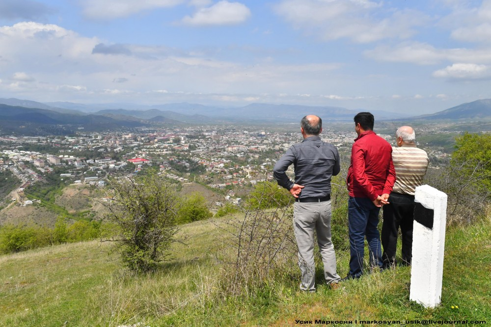Весенняя Армения, Усик Маркосян, Հուսիկ Մարկօսյան,--