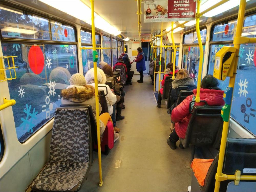 Грустные жители Днепра смотрят по сторонам из салона немецкого б/у трамвая - они узнали, что цена на проезд повысилась на 50% | Январь 2020 года