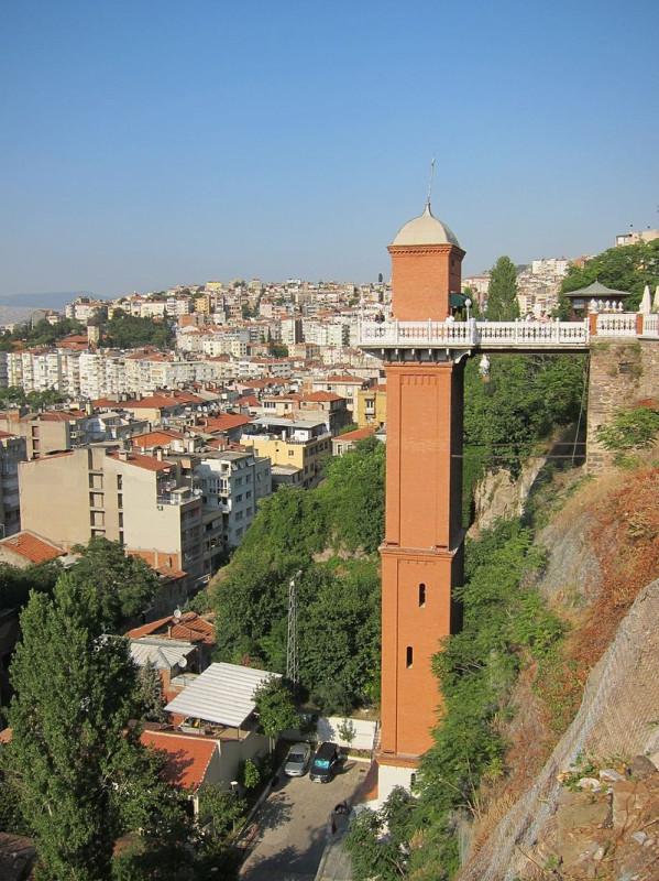 800px-Asansor_Side_View_Izmir_Turkey.jpg