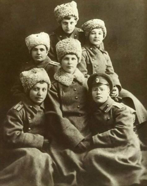 Девушки-прапорщики, выпускницы Александровского училища