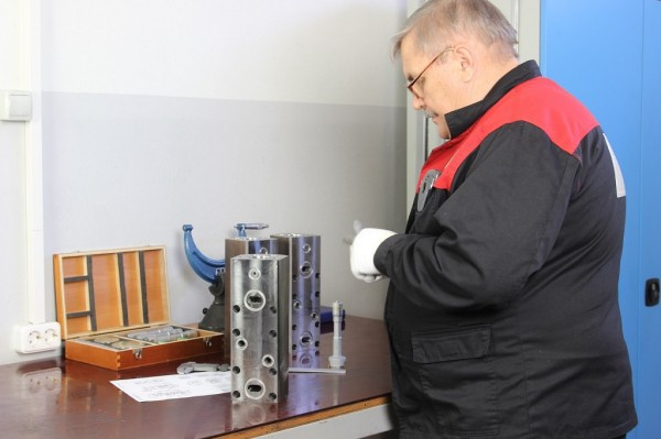 14 Отдел технического контроля. 100% инструментальный контроль гидравлических компонентов