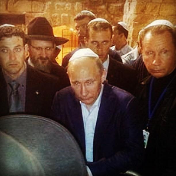 Путин у стены плача