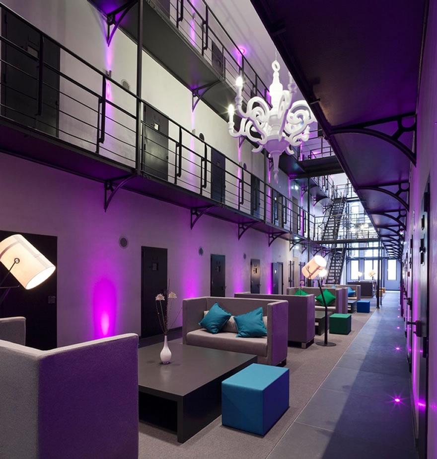 prisonhotel01