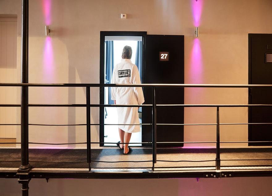 prisonhotel05