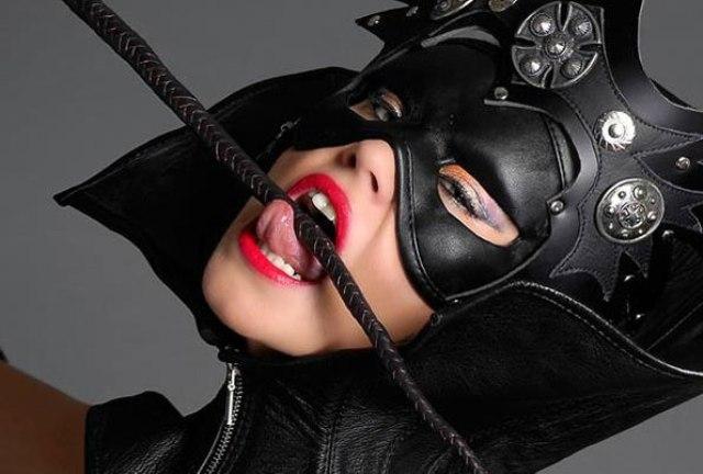 Фото раб в маске бдсм, негритянка на вебке в масле порно
