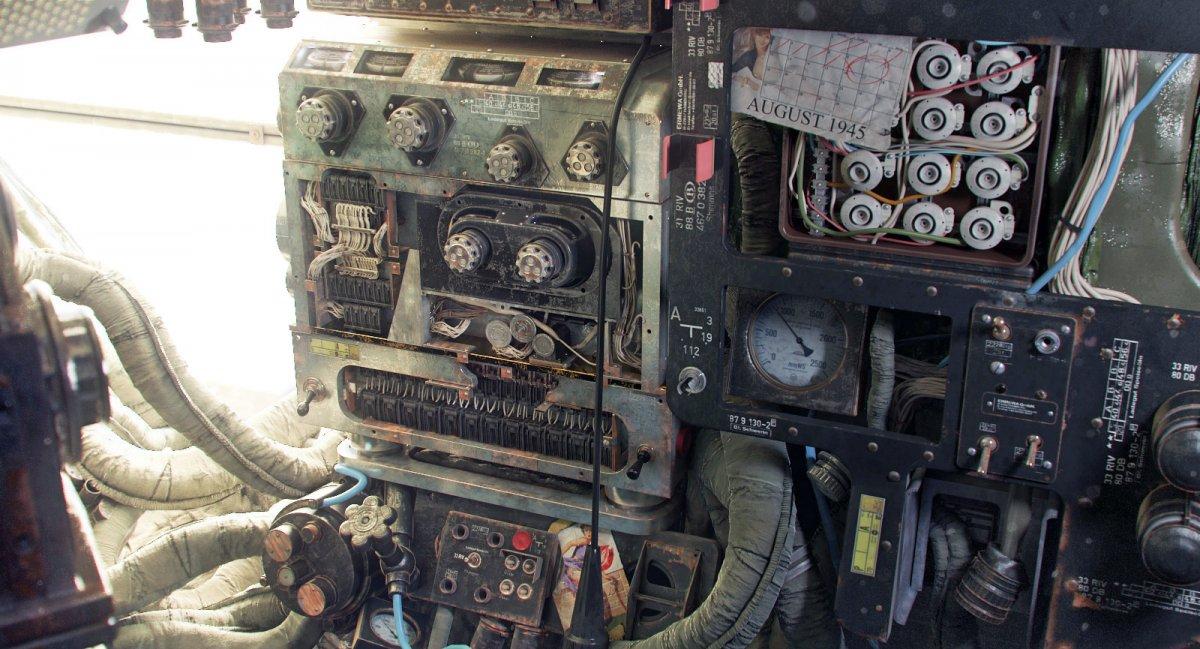 inside-the-cockpit-of-a-vintage-plane