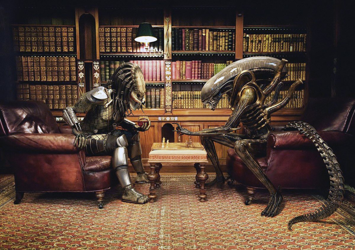 easily-one-of-our-favorite-images-in-this-set-alien-and-predator-playing-chess