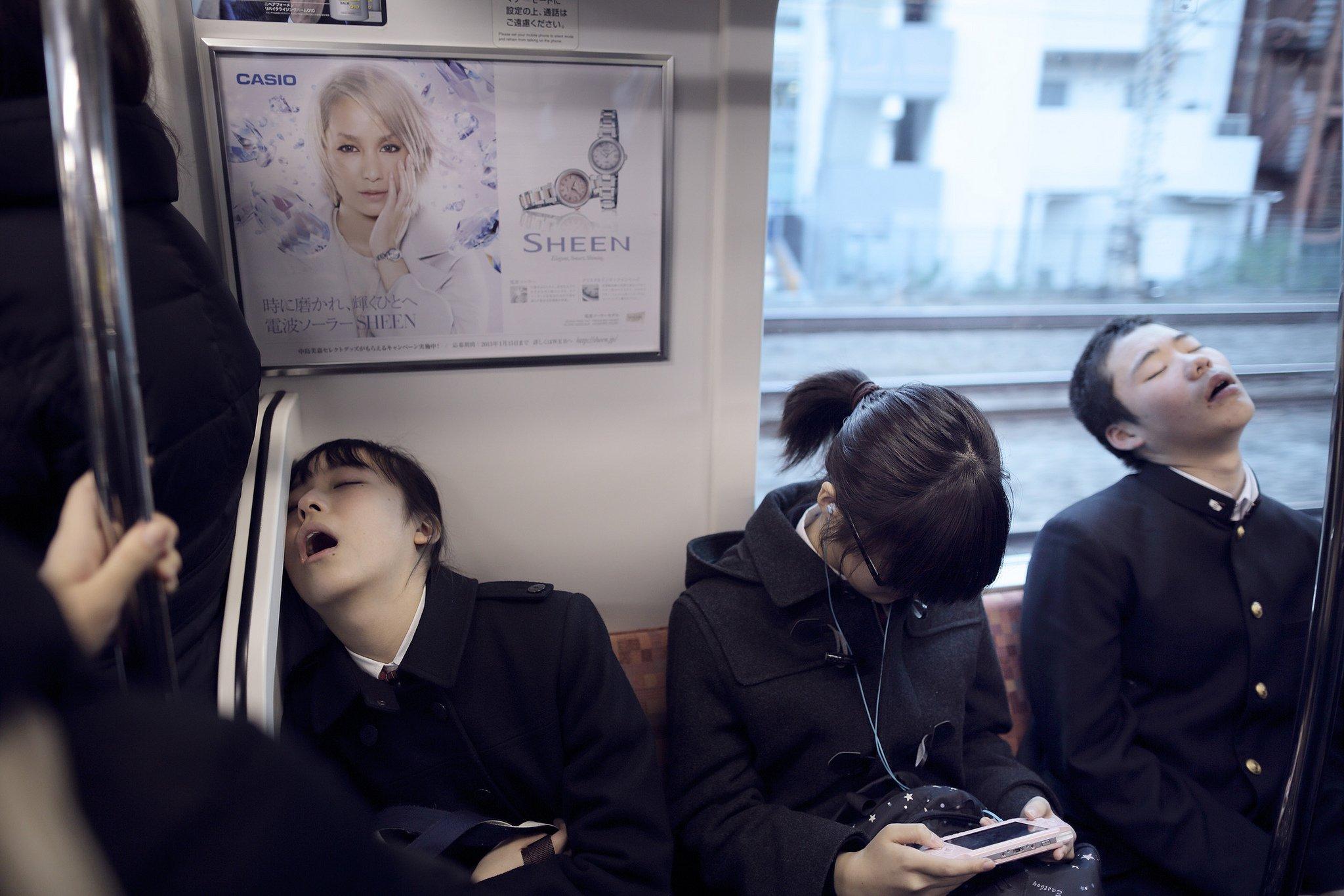 Японки в транспорте 19 фотография