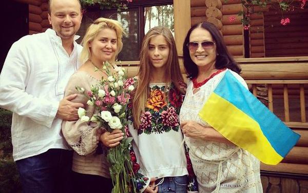 sofiya_rotaru_i_ukrainskiy_flag