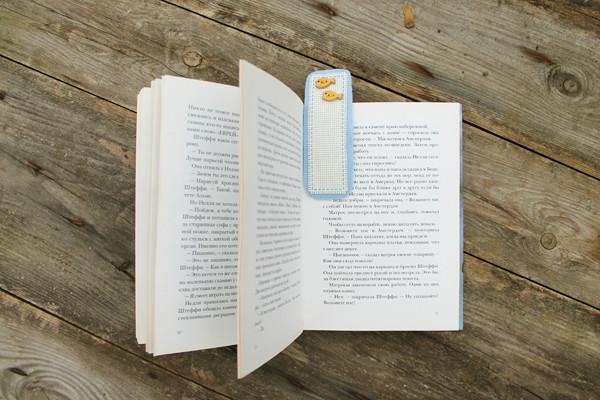 закладка в открытой книге 600