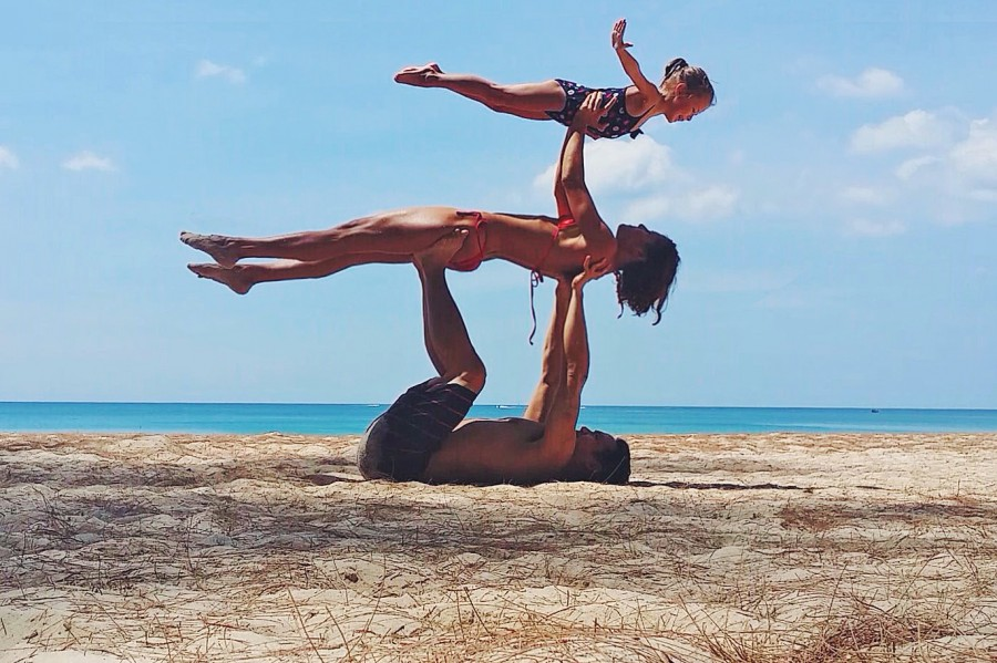 акробатики и йоги,