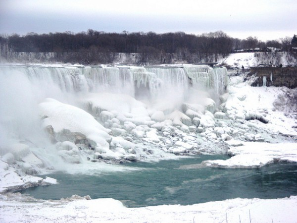 Niagara Falls frozen 2