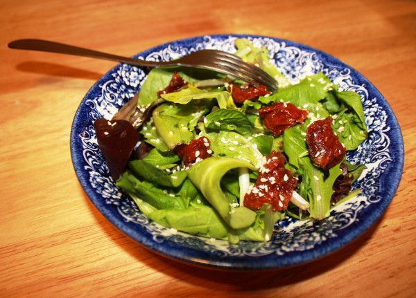 Dried Tomatoes Salad green with sesame seeds