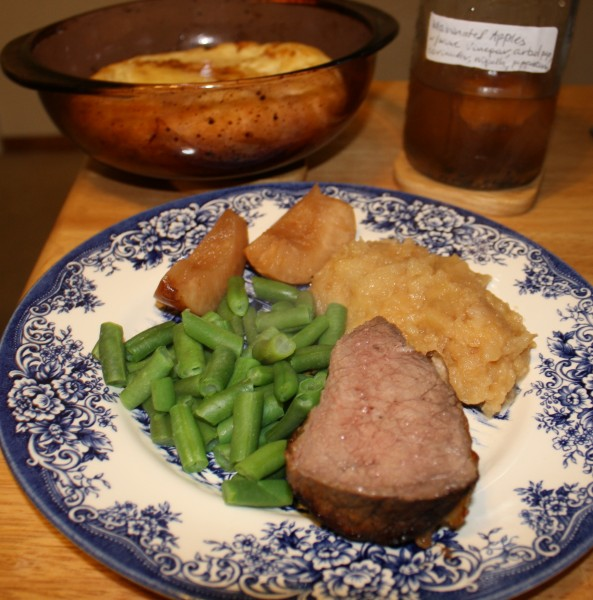 Roastbeef with pudding marinated apples