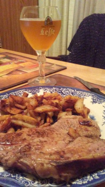 Veal chop with fried potatoes and beer