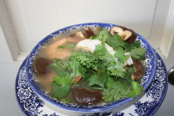 Low-carb diet fish shrimp mushroom asian soup