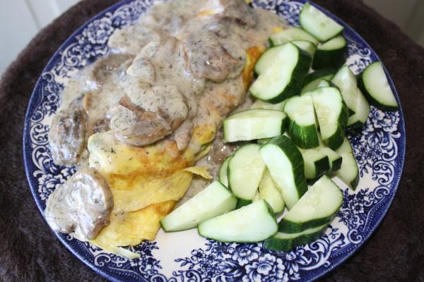 Breakfast Omlet w Asparagus w Mushroom Sauce