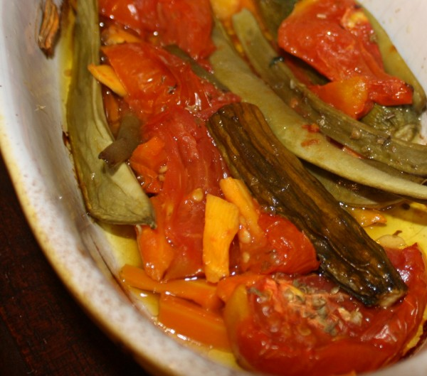 Greek green beans with tomatoes Fasolakia Lathera