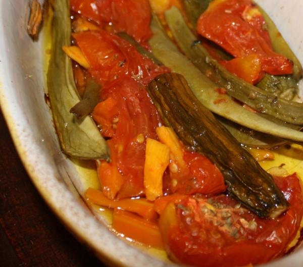 Greek green beans with tomatoes Fasolakia Lathera