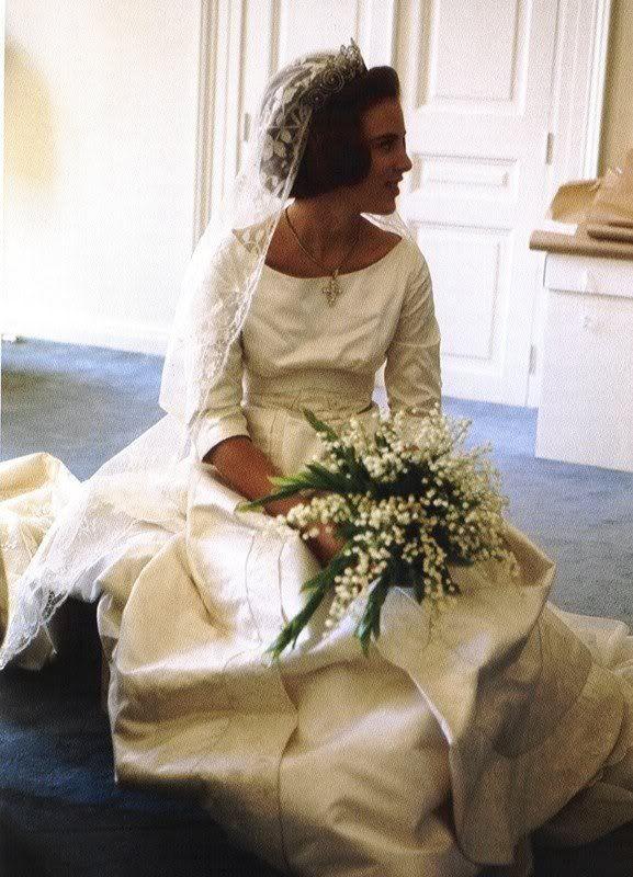 866934e7b267f39e092b930f8a8e6329--wedding-dress-princess-wedding-gowns.jpg