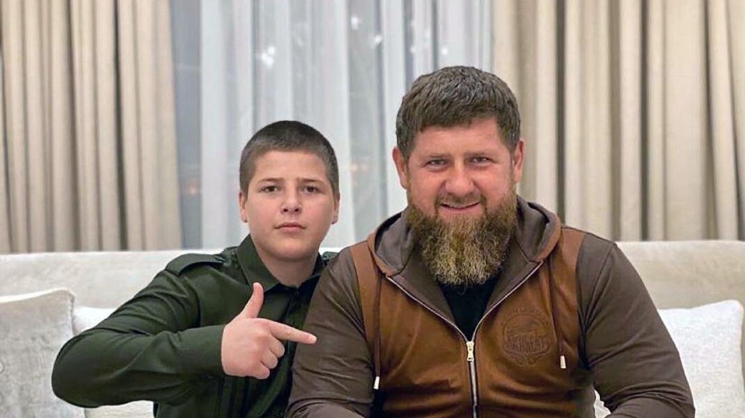 Адам Кадыров (слева) и Рамзан Кадыров (справа). Фото: скриншот / Adam Kadyrov / Instagram