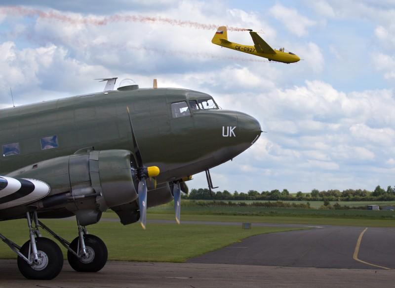 DC-3 нам, в некотором роде, вполне родной самолёт: как известно, основной советский транспортник времён войны, Ли-2, был практически полной копией этой машины.