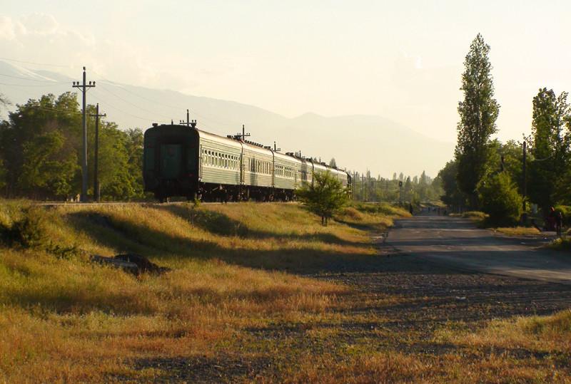 Последний вагон на Ташкент, и далее на Москву :). Лететь часов пять или около того, а вот ехать, подозреваю, где-нибудь как полпути до Владивостока :)