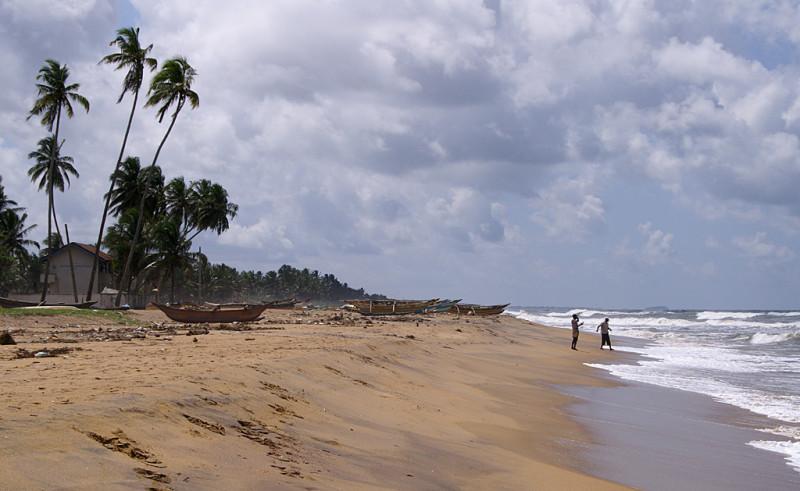 Пляжи там отличные, и дело не в песке, как таковом, а в сочетании песка, волн, ветра, протяжённости. Мы были в конце октября — начале ноября, это время больших волн и мутной воды. Говорят, ныряльщики это время не очень жалуют, но купаться вполне можно.