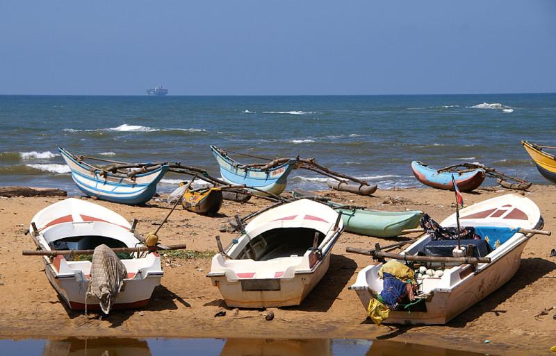 Рыбацкие лодки в ассортименте