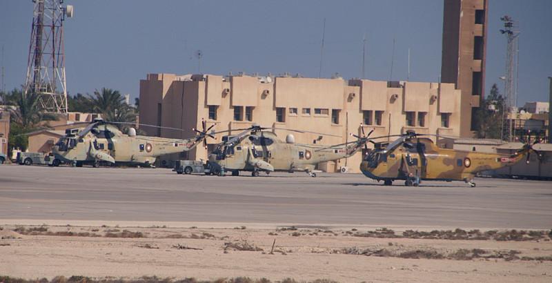 В Дохе аэропорт совместного базирования, стоят местные вояки.
