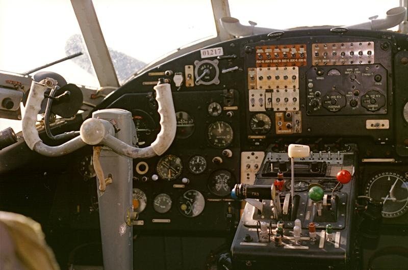 Рабочее место КВС. За КВС обычно летал начальник аэроклуба :) (Ватулино). Если верить сайту www.parashut.com, он до сих пор в должности.