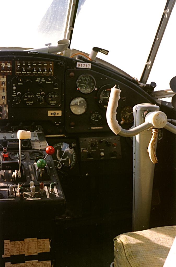 Место второго пилота. Иногда на него подсаживали желавших прокатиться (но не желавших прыгать).