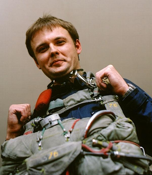 """А это, если не изменяет память, ПТЛ-72 (""""парашют тренировочный лётчика""""). Круглый купол со стабилизацией; их, в отличие от десантных, использовали при прыжках с большими задержками раскрытия."""