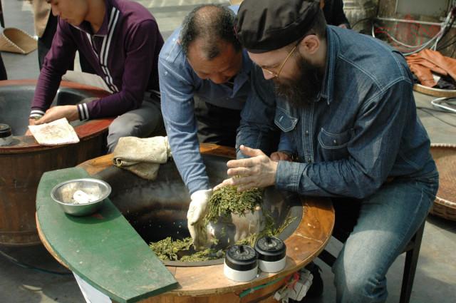 Изготовление чая лунцзин, компания Мастер Чая, Хангчжоу