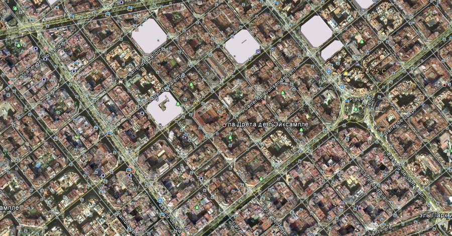 Все улицы засажены деревьями.