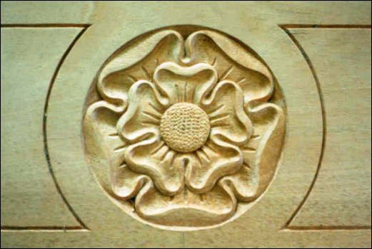 5b_Hand Carved Tudor Rose in Oak by Wood Carver, Jose Sarabia
