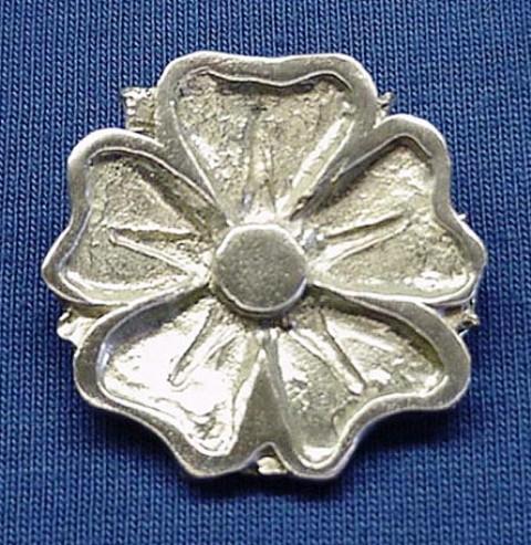 16_Pin_Tudor_Rose
