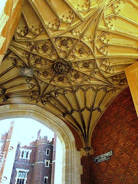 25_rose carving tudor ceiling