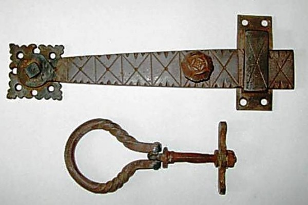 28_The attractive captive latch with a tudor rose detail