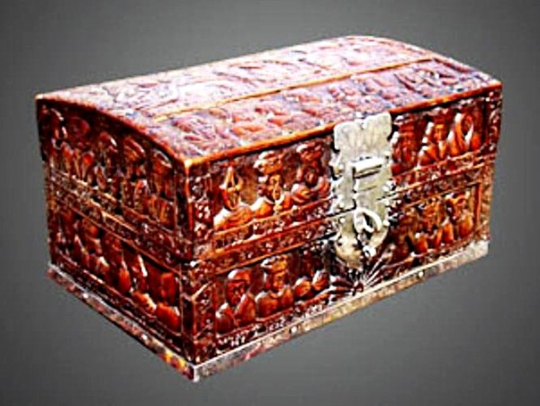 18th Century Carved Box Depicting the Kings and Queens of Poland (1733)_1