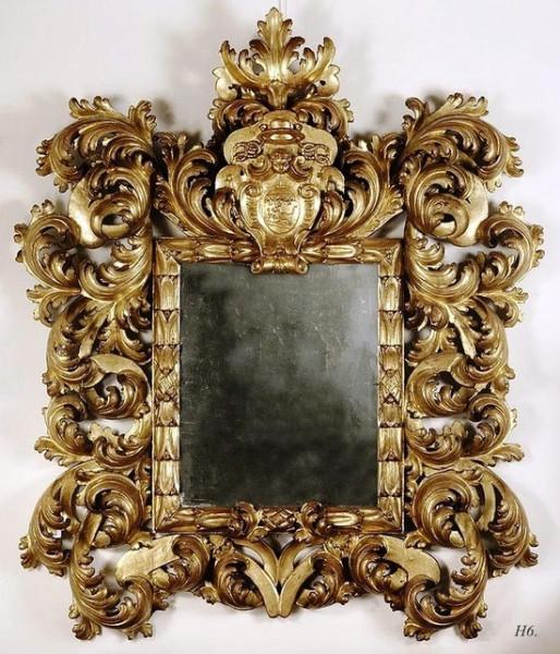bogato-zdobione-lustro-w-pozlacanej-ramie