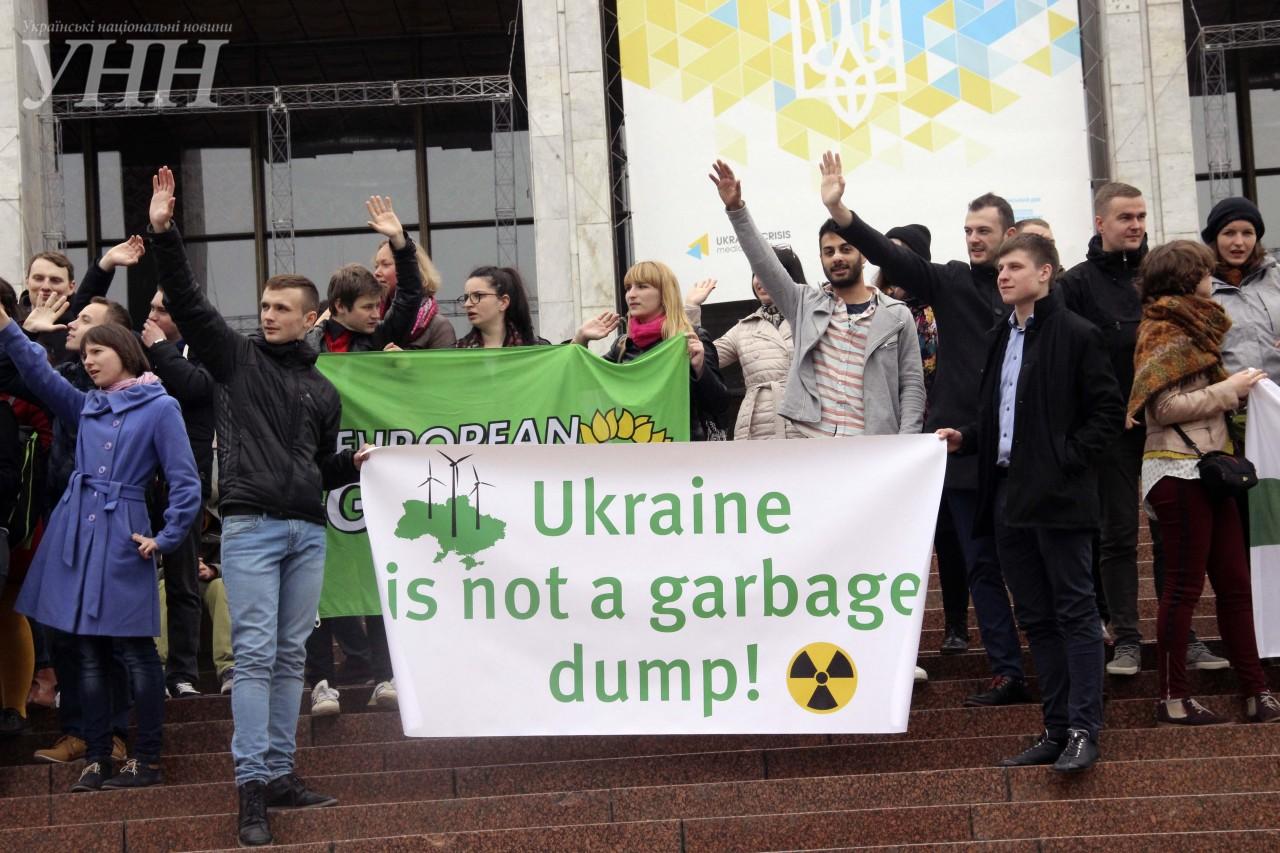 Картинки по запросу Украину хотят превратить в ядерную свалку